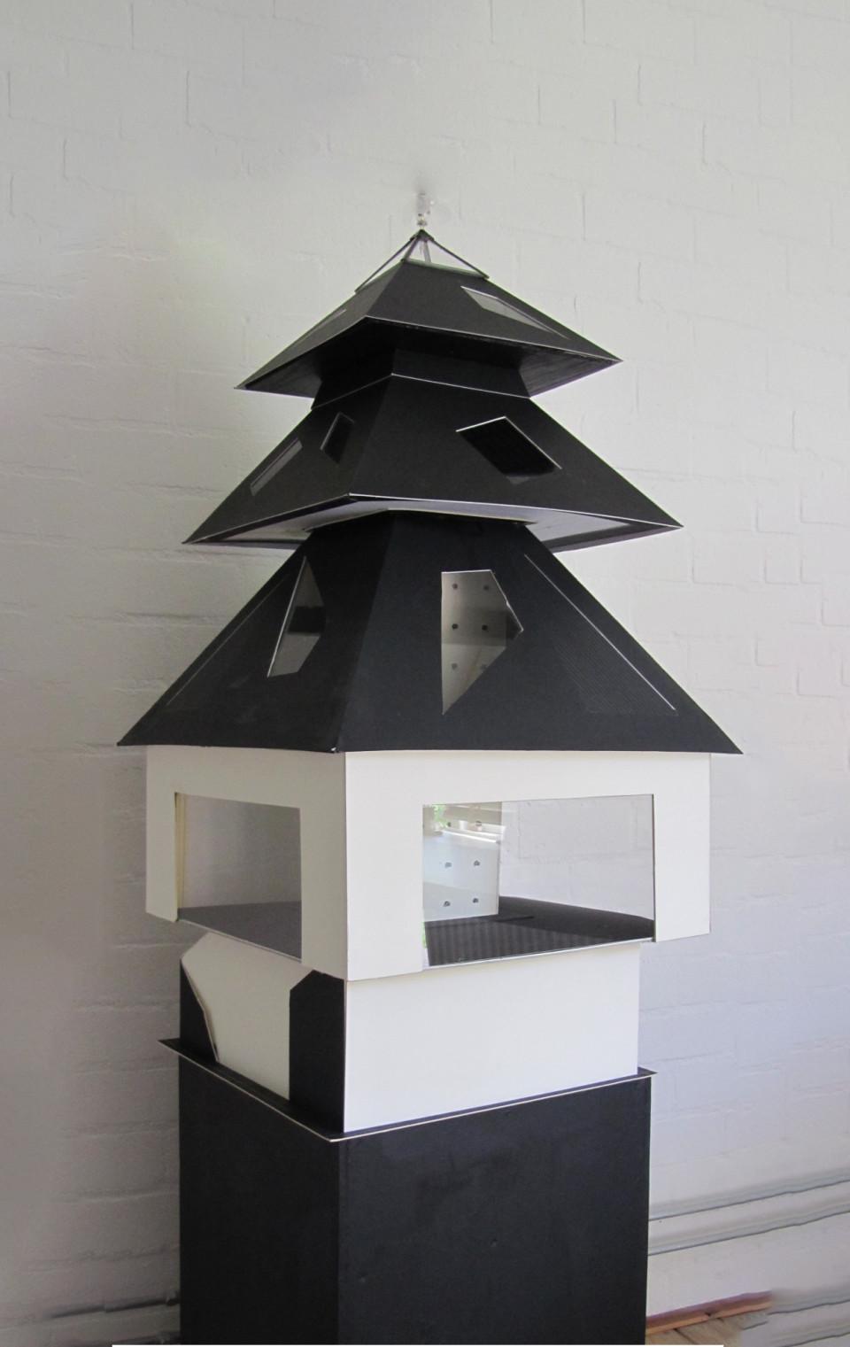 """Piramide maquette """"Huis van de Toekomst"""""""